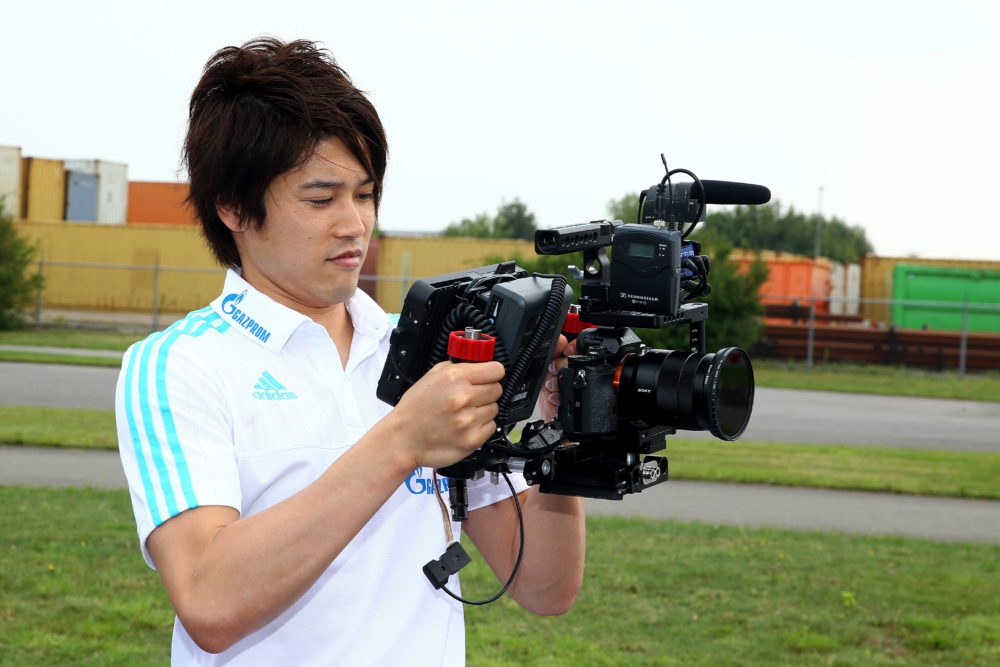 内田篤人はブログを未開設!ツイッターやインスタグラム等のSNSも持っていないが、仲の良い選手のブログには度々登場! 画像