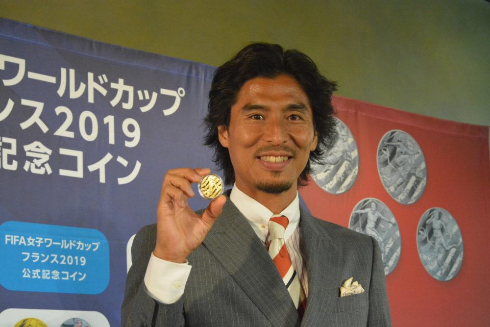 W杯記念コイン発表イベント・中澤佑二はやっぱり安室ちゃん愛が爆発… 画像