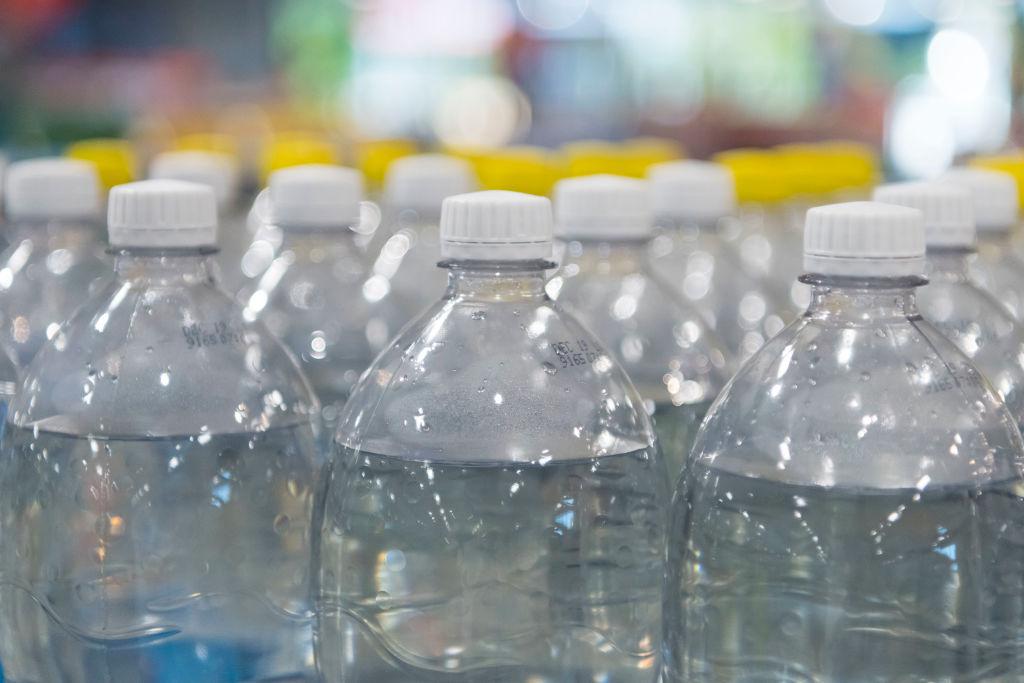 世界中で話題の「ボトルキャップチャレンジ」 競技を活かした挑戦も 画像
