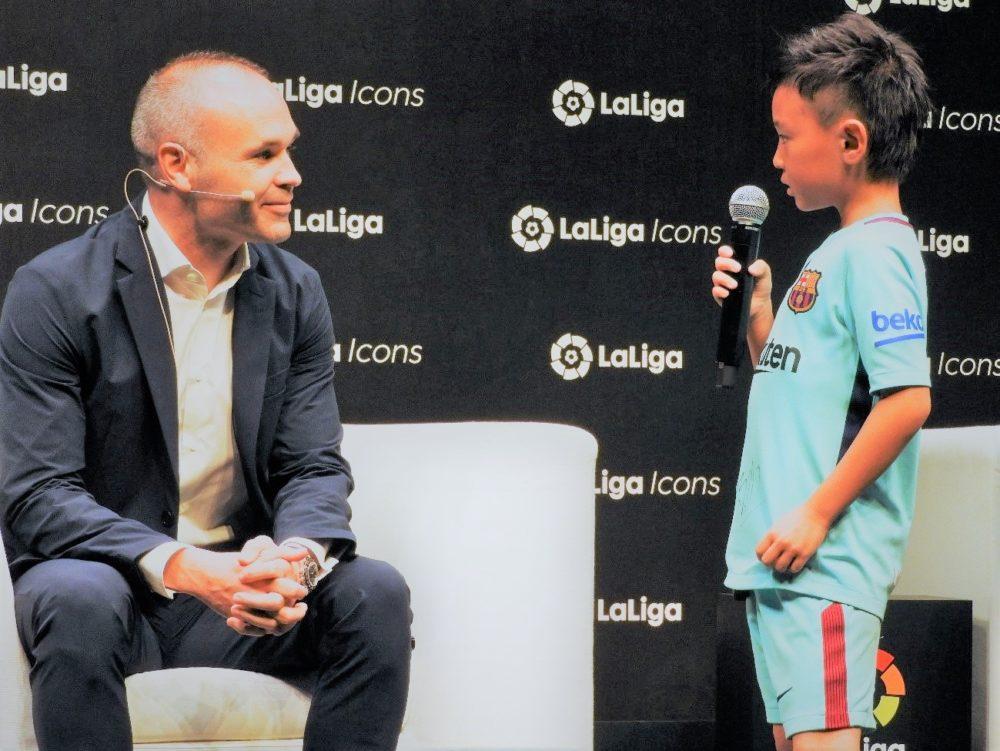 ラ・リーガ公式アイコンに就任のイニエスタ 8歳少年とのやりとりに「仲間を活かすサッカー」のルーツを見た 画像
