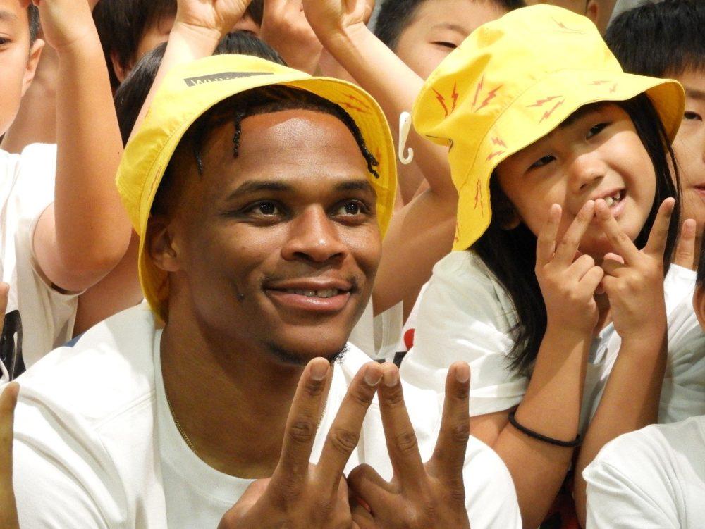 ラッセル・ウェストブルックが日本の子どもたちに『神業』シャムゴットを伝授 画像