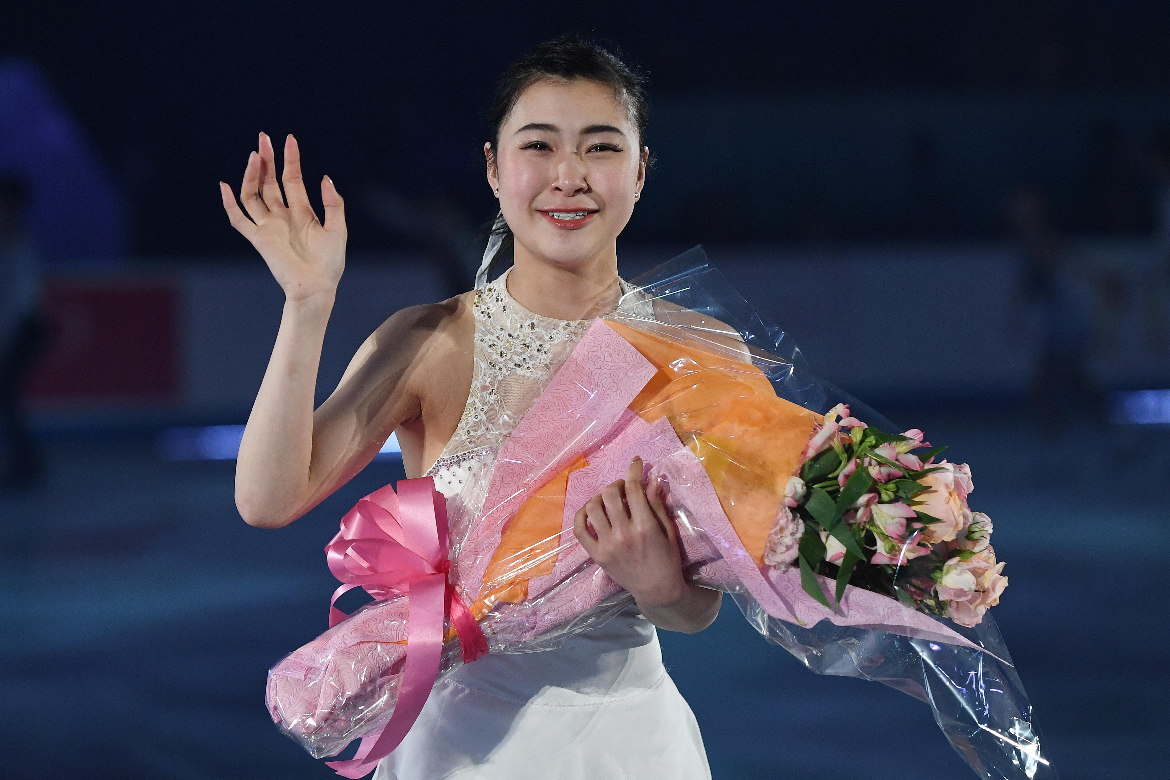 村上佳菜子が浅田真央の29歳誕生日を祝福「ずっとL O V E です」 画像