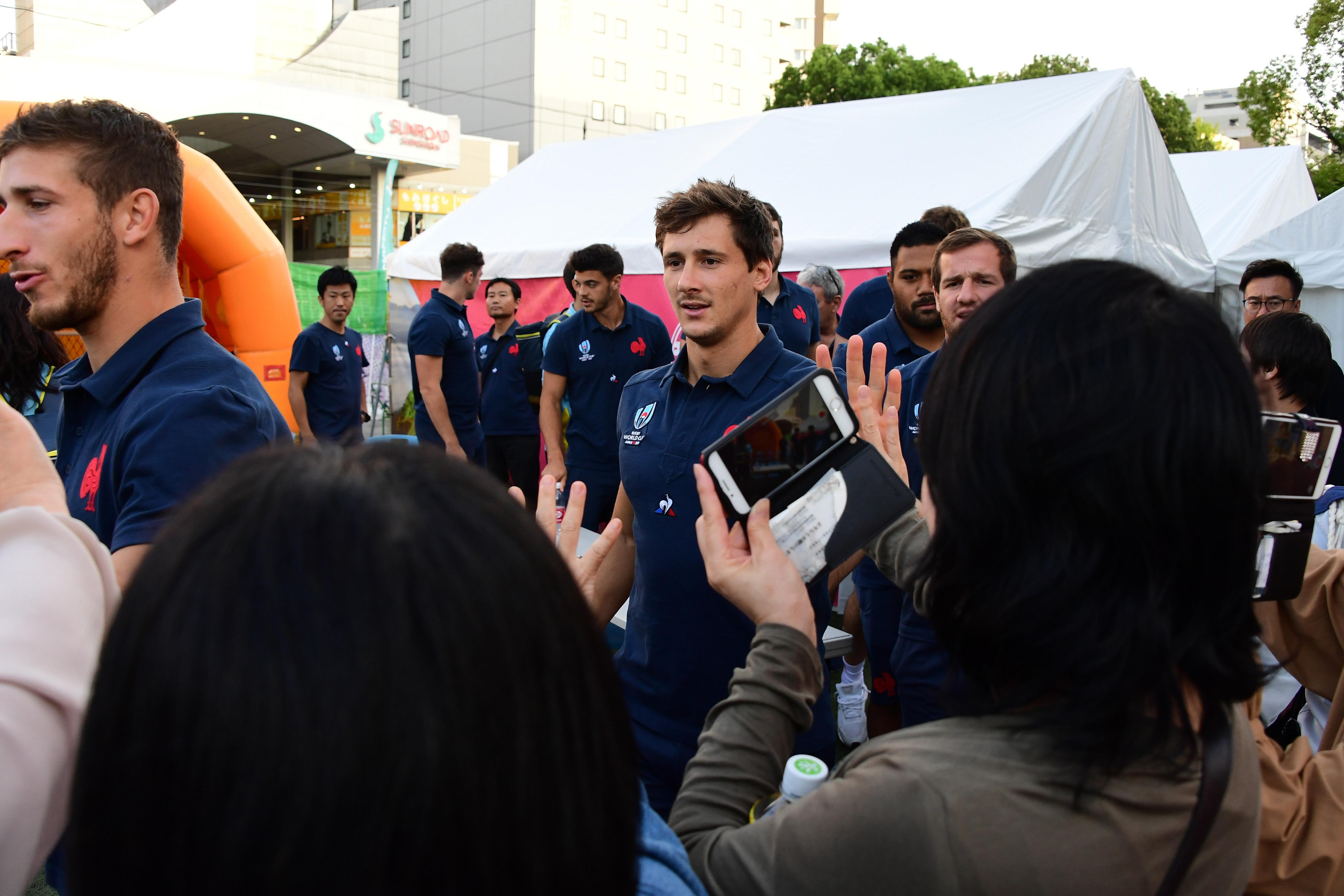 フランス代表がファンゾーンに登場「熊本のファンに感謝」 サイン会も実施 画像
