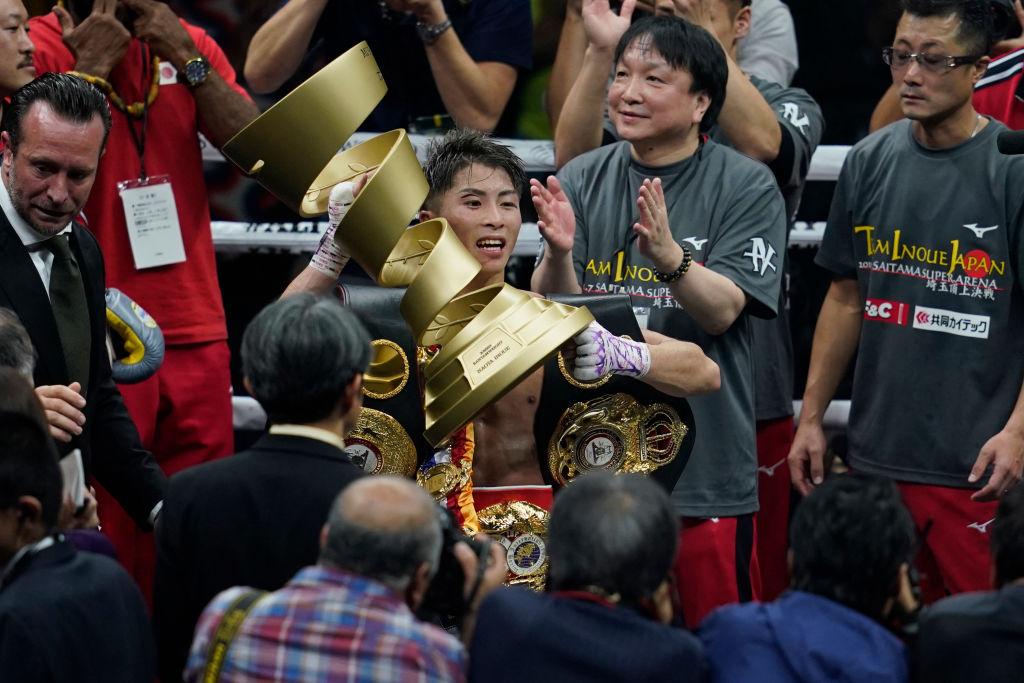 井上尚弥とノニト・ドネア、激闘後に肩を組んで写真を撮影 世界のイノウエへ 画像