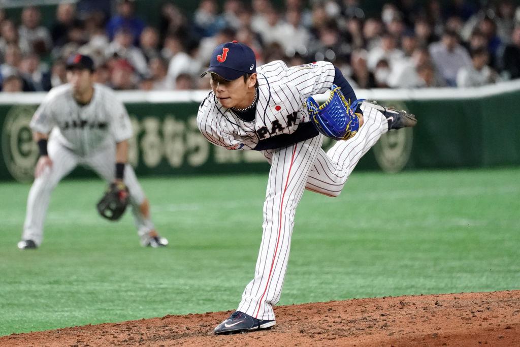 侍ジャパン・山岡泰輔がスリーショット投稿「憧れの岸さん、チームメイトのディクソンと」 画像