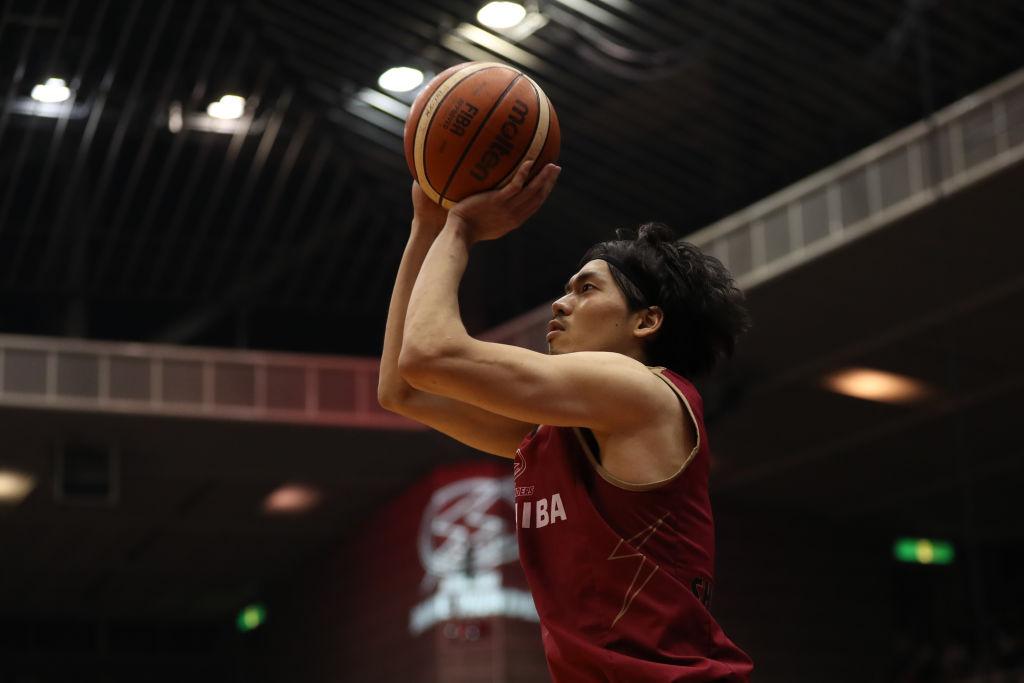 川崎ブレイブサンダースの凄技に「神回」の声 プロバスケ選手が3点シュートの限界に挑む 画像