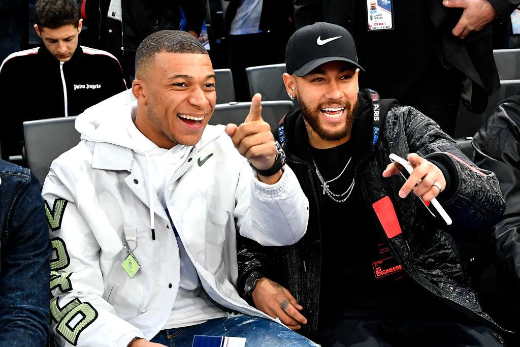 パリ・サンジェルマンの選手たちが『NBAパリゲーム2020』を観戦 ネイマールも興奮「アメージングな日だった」 画像