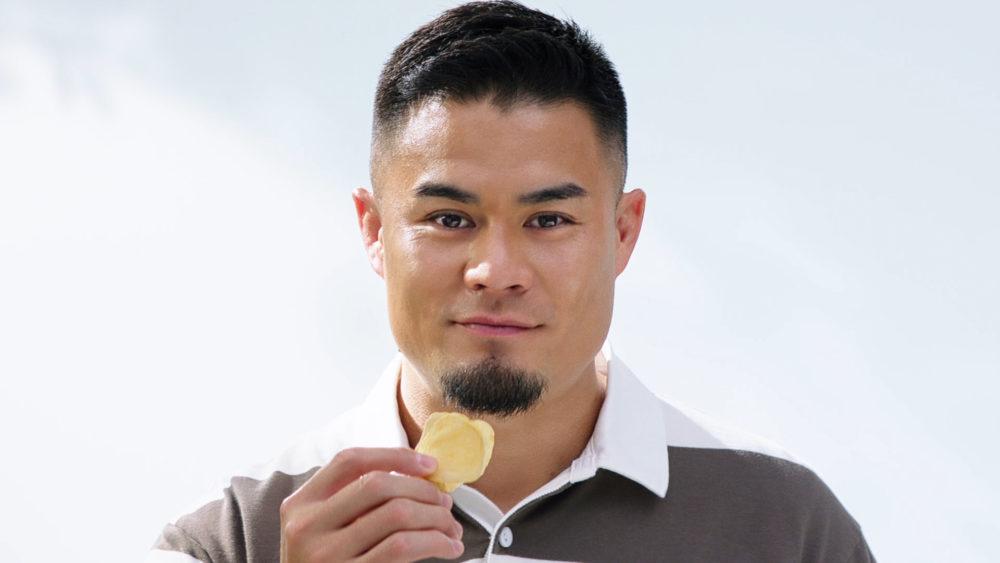 田村優、食レポ演技に初トライ ポテトチップスを無心で食らう新CM 画像