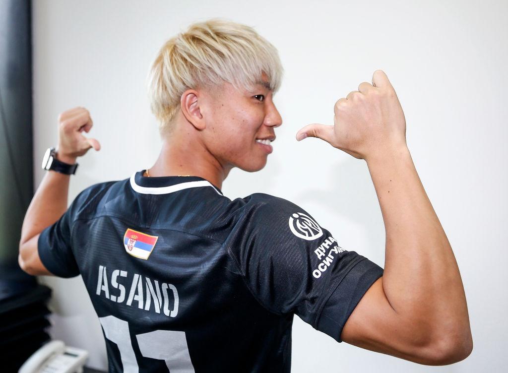 浅野拓磨からサッカー少年少女に向けたトレーニング動画「この時間に身体もしっかり鍛えよう!」 画像