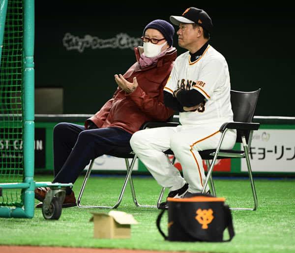 長嶋茂雄氏が東京ドームに来場! 巨人・原監督とともに全体練習を視察 画像