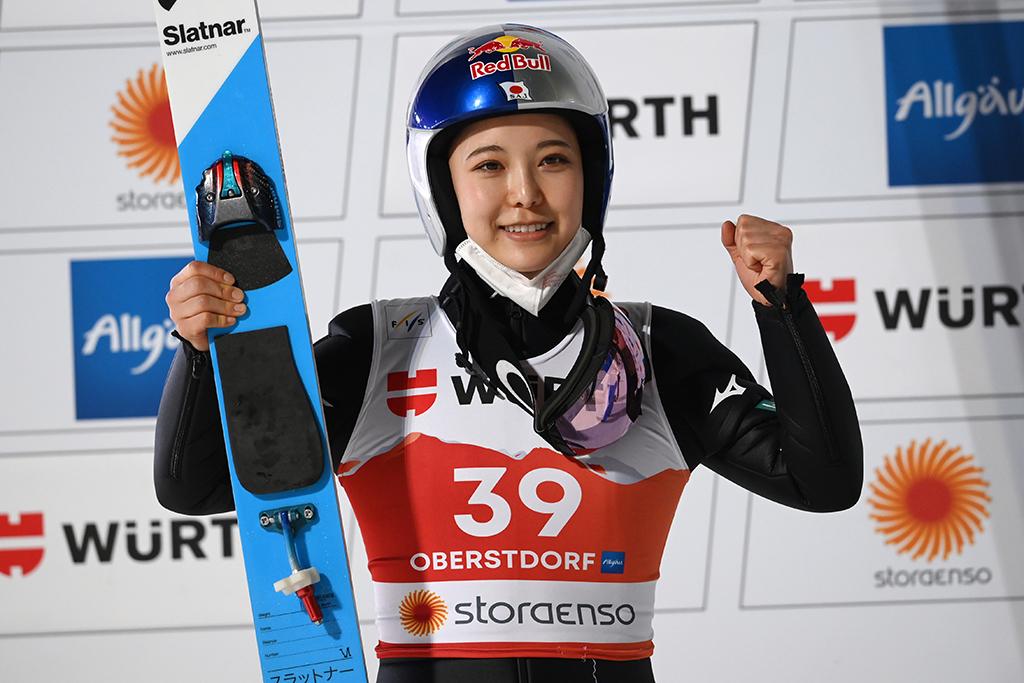 【スキー】高梨沙羅、個人ラージヒルで銀メダル 「世界選手権の中で一番のジャンプ」 画像