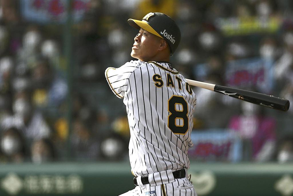 【プロ野球】もう一度見たい規格外の本塁打 怪物ルーキー・佐藤輝明が5月度月間MVPを受賞 画像