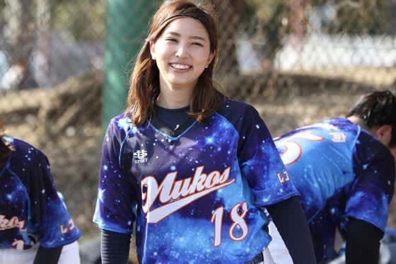 最速120キロ級の速球を誇る野球美女 男性もキリキリ舞いにする笹川萌さんはどんな人? 画像