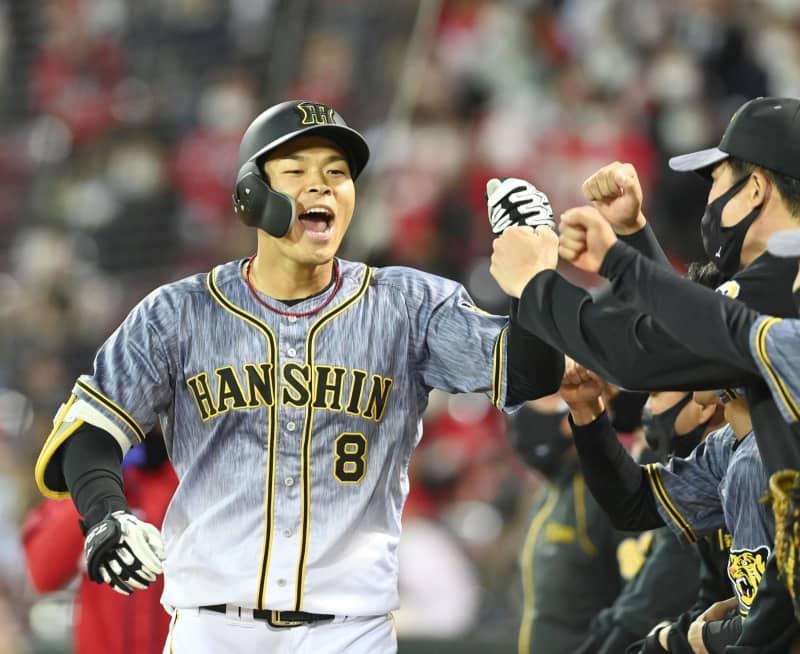 阪神・佐藤輝が2号ソロ 8打席ぶりの安打は本塁打 画像
