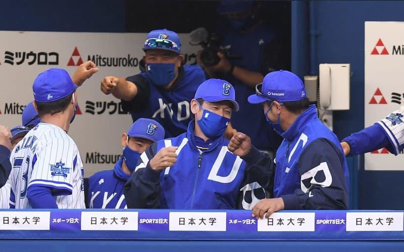 DeNA開幕から9戦目にして今季初勝利 三浦監督は勝利の瞬間満面の笑み 画像