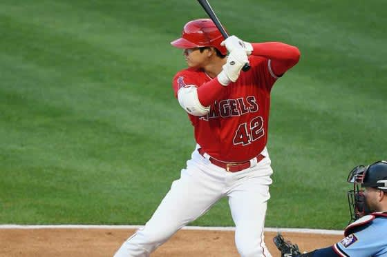 【MLB】大谷翔平、第3打席でバット折りながら中前打&激走ホームイン 背番号「42」で躍動