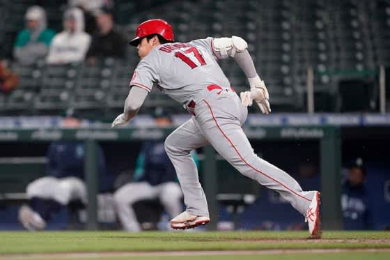 【MLB】大谷翔平、第1打席で四球選び二盗に成功! 高速スライディングで今季4個目の盗塁 画像
