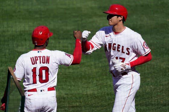 【MLB】大谷翔平、代打同点犠飛で最大4点差逆転劇に貢献 8回から右翼を守る 画像