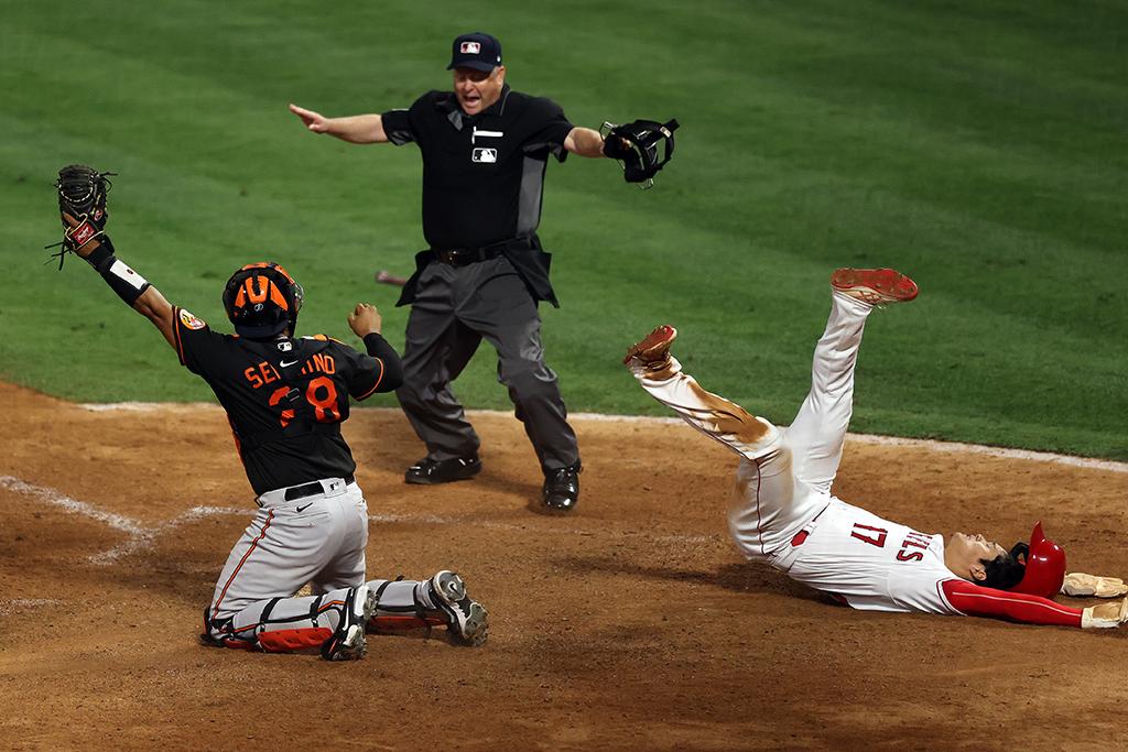 """【MLB】圧巻の""""大谷翔平劇場""""、最後は激走でサヨナラ生還 キング独走の本塁打量産は「ファンのおかげ」 画像"""