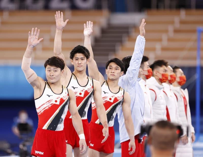 日本、体操男子団体「銀」 画像
