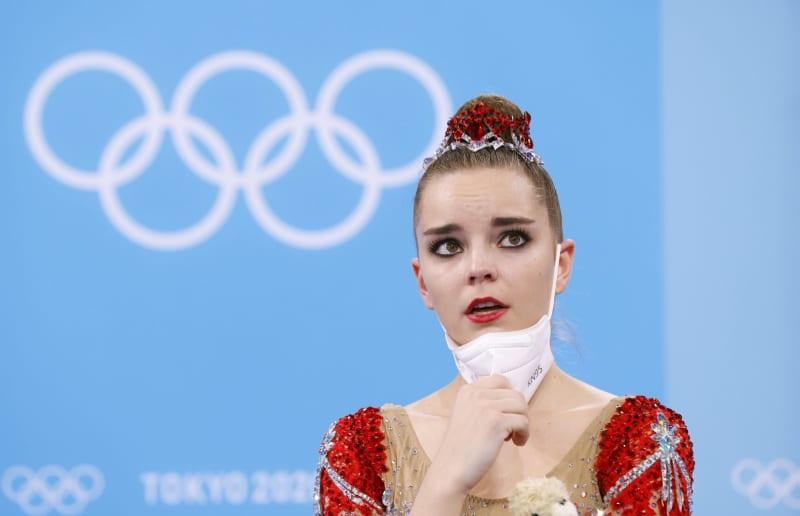 新体操2位、崩れ落ちたジーナ 個人総合、世界選手権は3連覇 画像