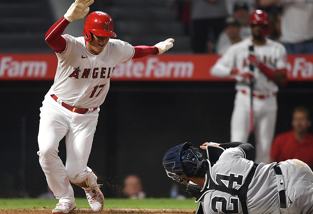 "【MLB】大谷翔平、""神走塁""でメジャーの歴史に名を刻む 42本塁打22盗塁はリーグ史上4人目 画像"