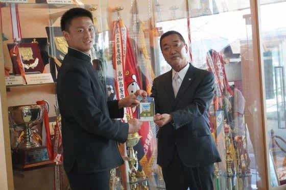 【ドラフト】阪神1位指名・森木大智に指名あいさつ 「勝利に貢献できるように頑張りたい」 画像