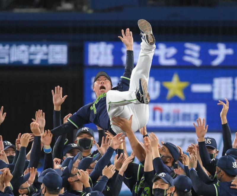 ヤクルト6年ぶり優勝!「絶対大丈夫」合言葉に阪神との死闘制す 連続最下位から頂点